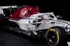 Alfa-Romeo-Sauber-C37-11