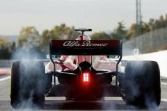 Alfa-Romeo-Sauber-C37-13