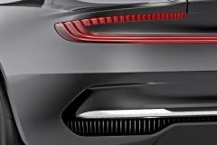 Aston-Martin-DBX-4