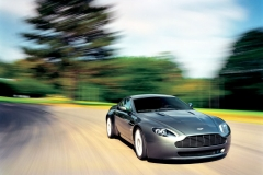 Aston-Martin-V8-11