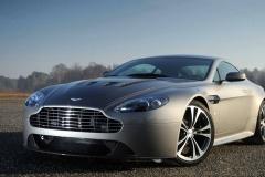 Aston-Martin-V8-9