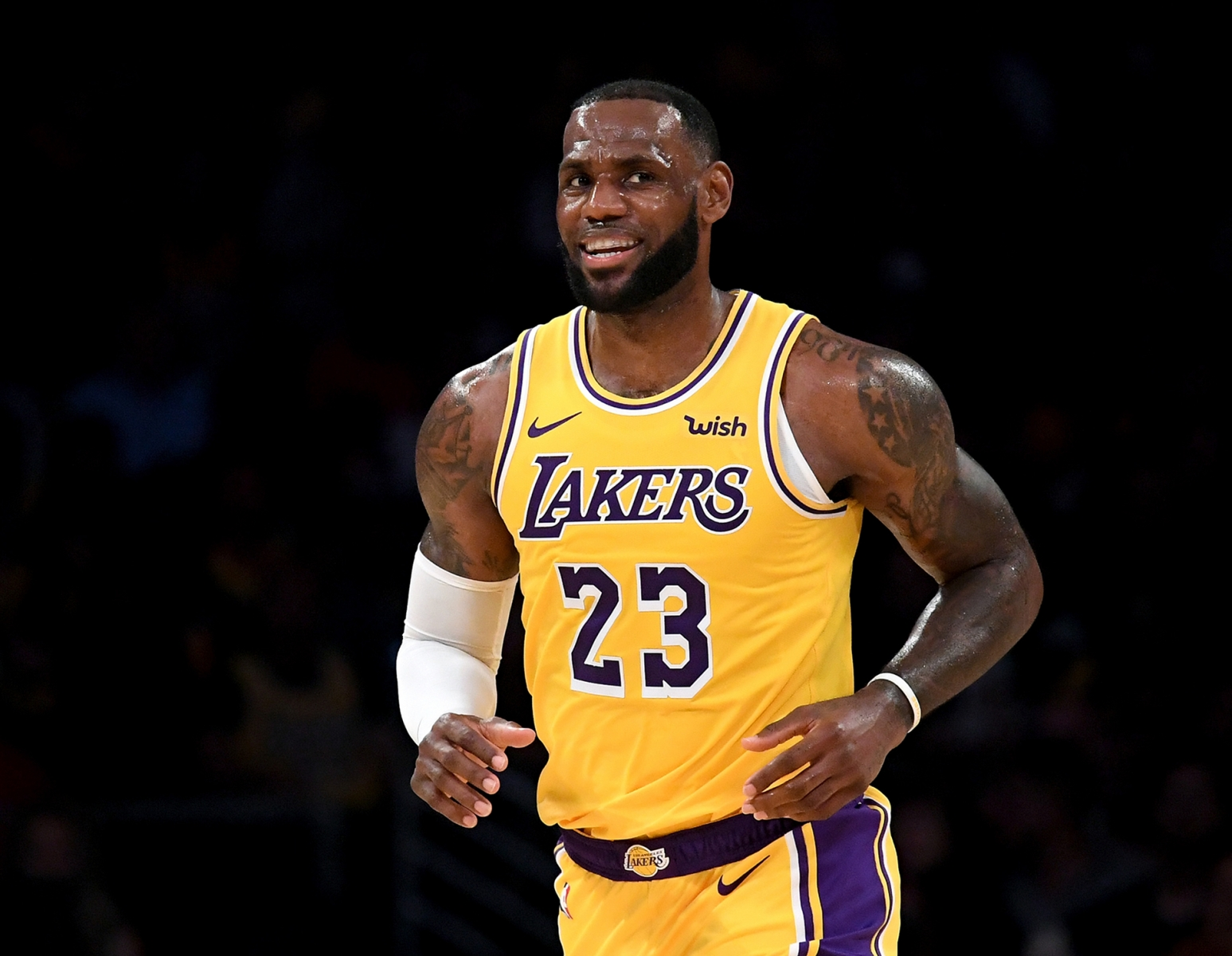 Lebron James Hd Wallpapers And Background Images Yl Computing