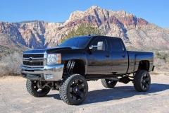 Lifted-GMC-Trucks-2