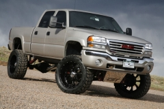 Lifted-GMC-Trucks-5